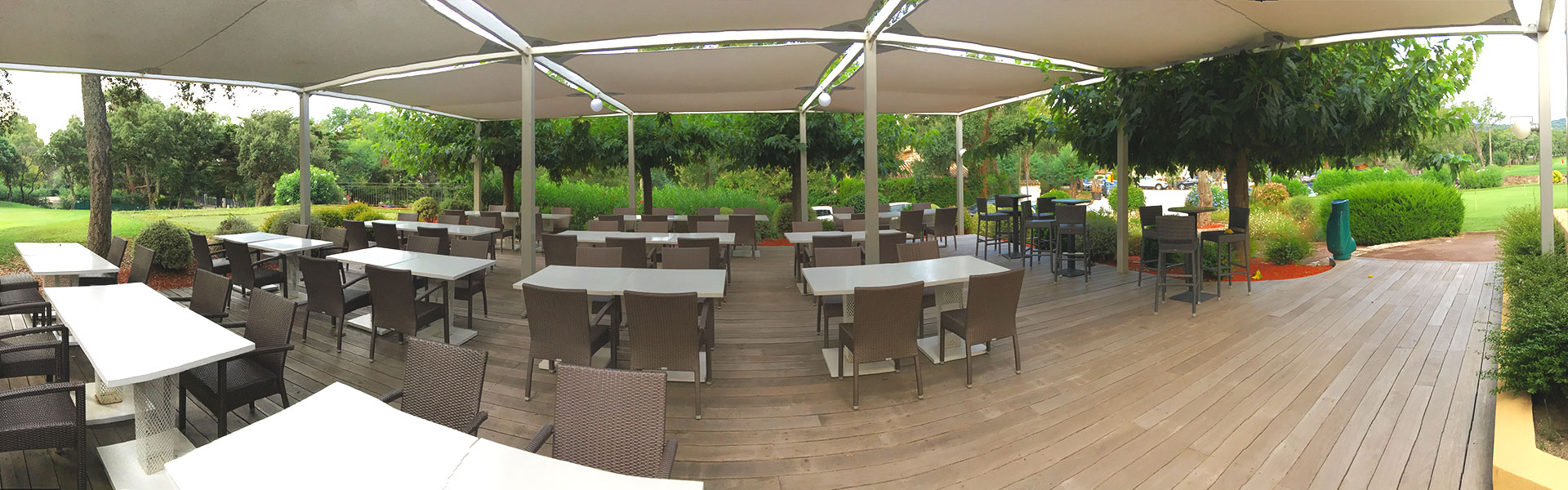 Club House Golf de Beauvallon restaurant Grimaud Golfe de Saint Tropez vue terrasse panoramique