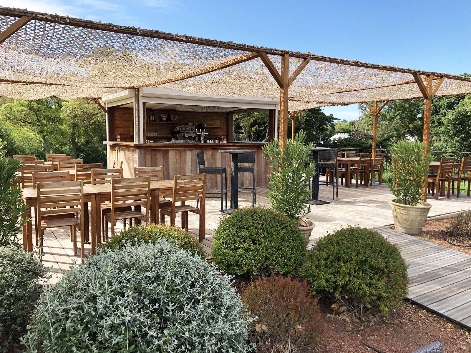 Club House Restaurant - Golf de Beauvallon - Grimaud - Espace bar extérieur