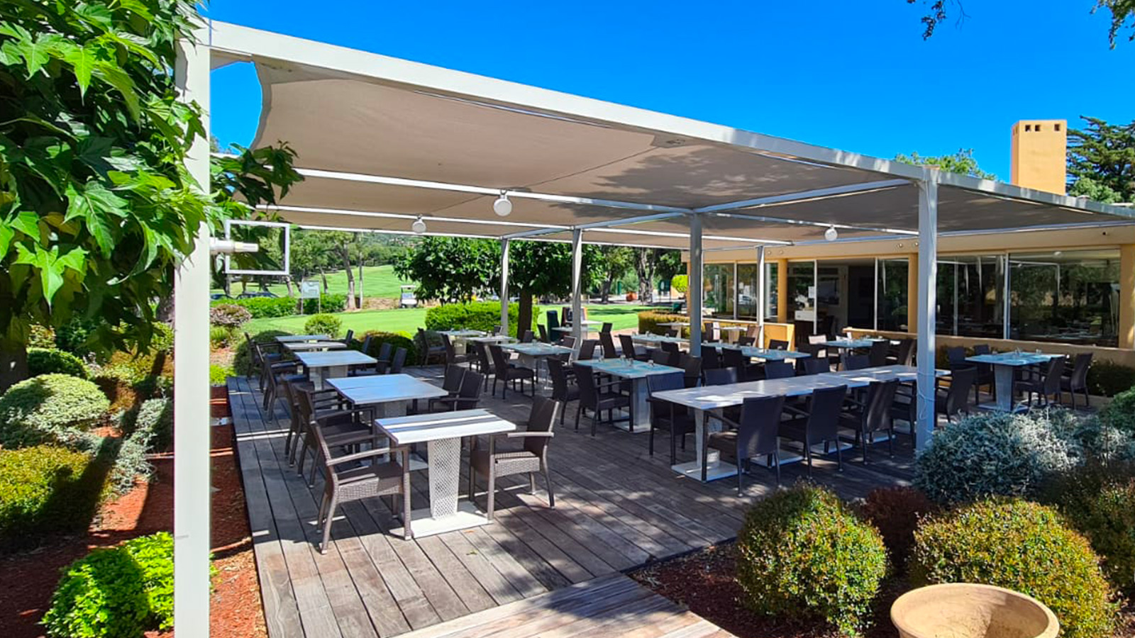 Club House Restaurant traditionnel - Grimaud Golf de Beauvallon - terrasse - visuel