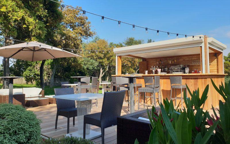 Club House Golf de Beauvallon restaurant à Grimaud Golfe de Saint Tropez bar exterieur