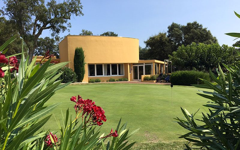 Restaurant Club House Golf de Beauvallon Grimaud Golfe de Saint Tropez vue globale